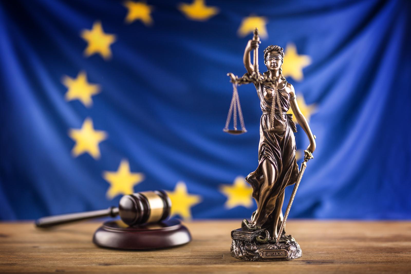 Lady Justice im Hinblick auf Artikel 13 des Urheheberrechts