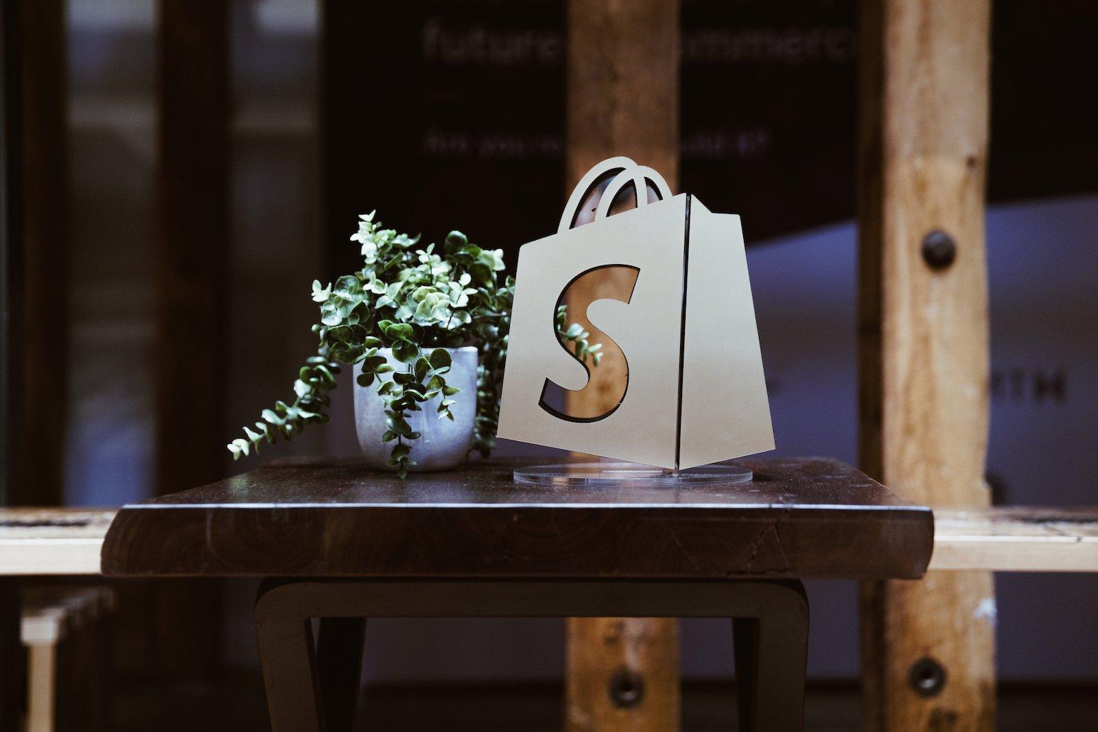 Shopify Pricing Modelle in der Übersicht. Finden Sie heraus: was kostet Shopify?