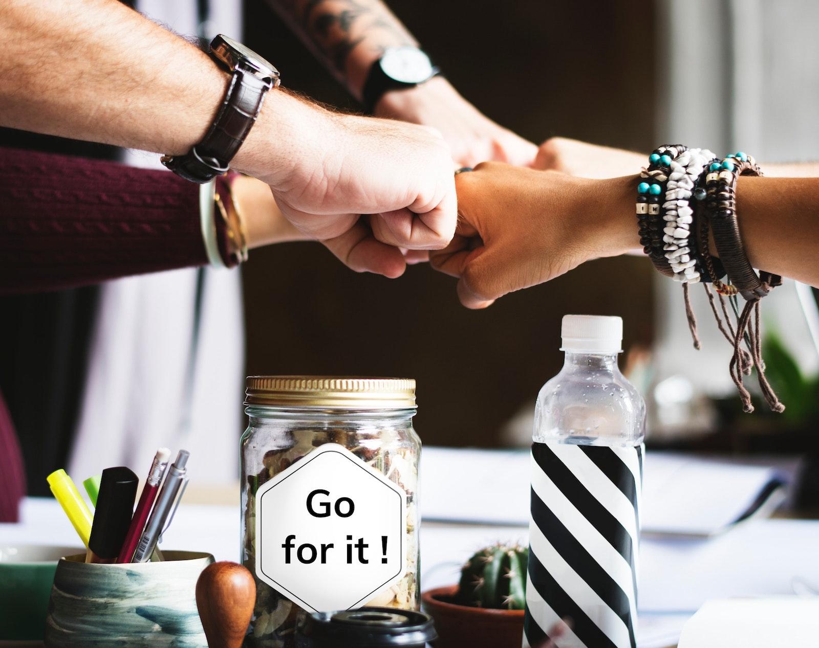 Startup Partner die zusammen kommen.